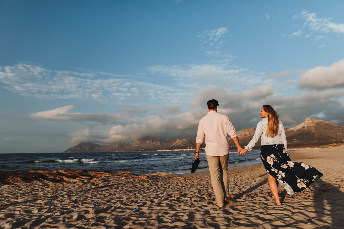 The bride and groom go hand in hand to the beach of Son Serra for a small photo shoot with us.
