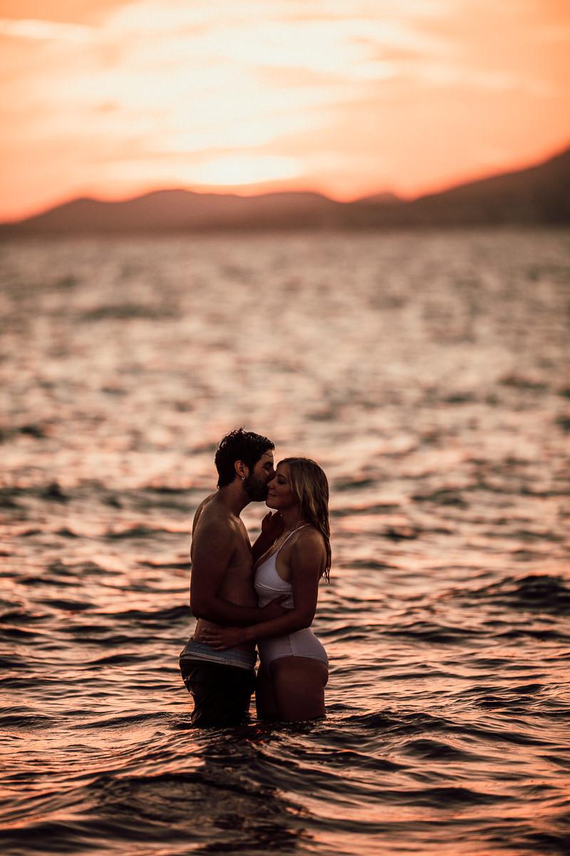 He kiss her cheek.